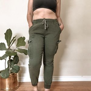 Urban Heritage Cargo Pants with Elastic Bottoms